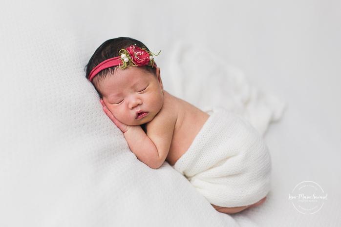 Minimalist newborn photos. Organic newborn session. Asian girl newborn photos. Photoshoot de nouveau-né à Montréal. Montreal newborn photoshoot