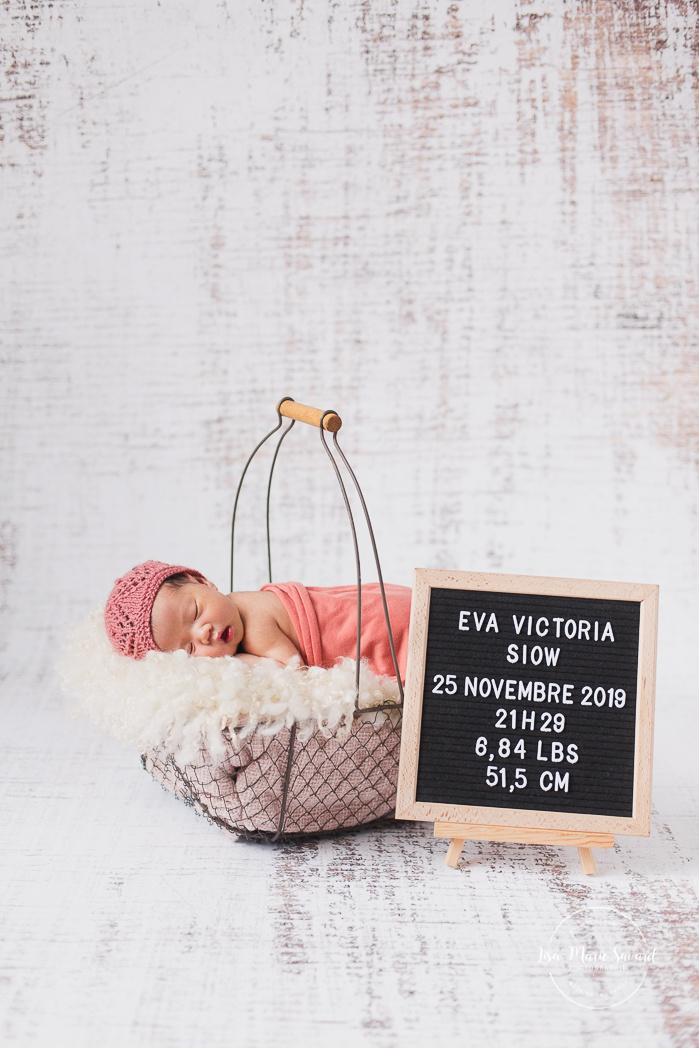 Birth announcement with felt letter board. Baby in wire basket. Asian girl newborn photos. Photoshoot de nouveau-né à Montréal. Montreal newborn photoshoot