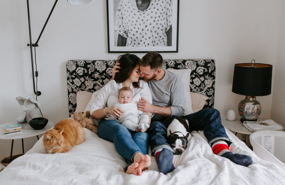 In-home family session with pets cat dog. Three months old boy family session. Lifestyle family session baby boy. Photos de famille à Montréal. Saint-Henri in-home family session. Montreal lifestyle family photographer.