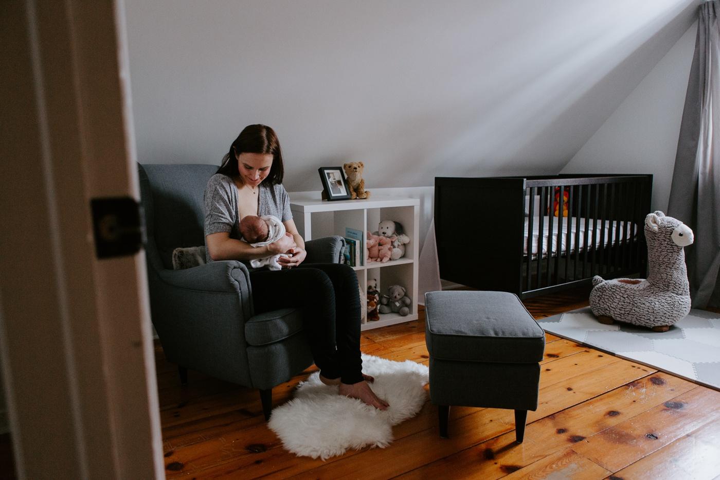 Photographe de nouveau-né à domicile à Montréal. Séance photo nouveau-né à Montréal. Photo nouveau-né lifestyle à Montréal. Montreal newborn photographer. Montreal lifestyle newborn photoshoot. Montreal in-home newborn session.