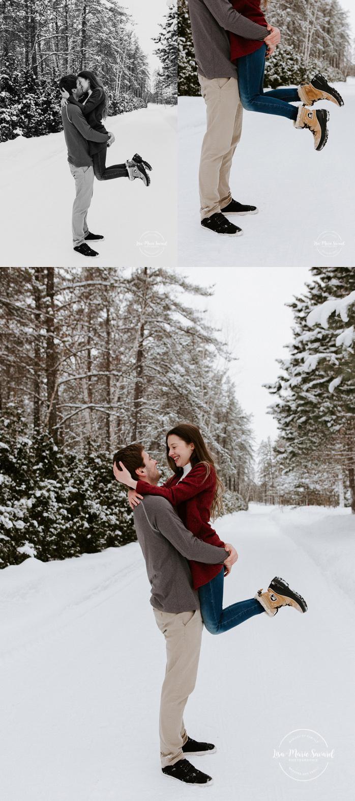 Winter engagement session. Winter forest engagement photos. Séance fiançailles en hiver. Photographe de fiançailles à Montréal. Montreal engagement photographer. Photographe au Saguenay