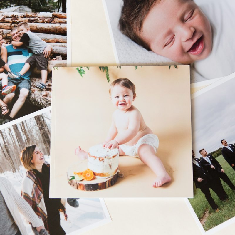 Printed photo book. Printed family photo album. Montreal family photographer. Montreal maternity photographer. Livre photo imprimé. Livre photo de séances familiales. Photographe de famille à Montréal. Photographe de maternité à Montréal