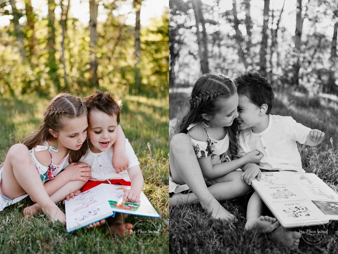 Brother and sister reading book. Brother and sister playing together. Siblings photos. Siblings playing together. Outdoor family photos. Fun family photos. Séance familiale à Québec. Photographe de famille à Québec. Quebec City family photographer.