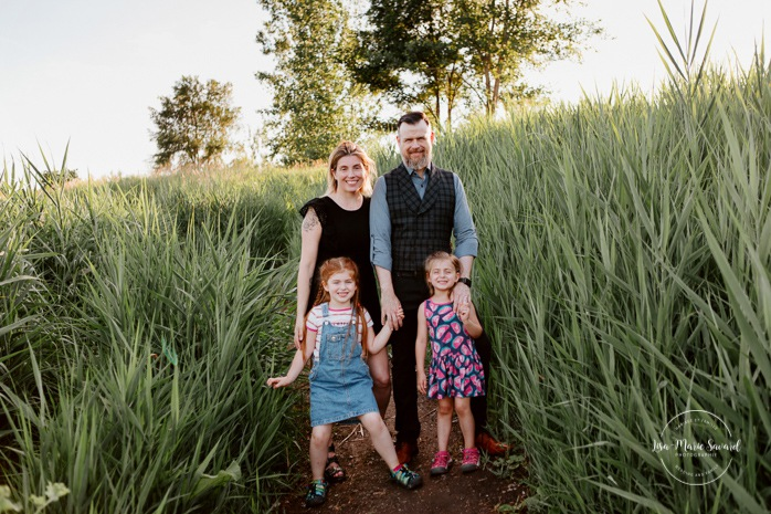 Family photos with daughters. Family of four photos. Parents with two daughters. Outdoor family mini session. Family photos in a field. Photographe de famille à Montréal. Montreal riverbanks family photos. Montreal family photographer