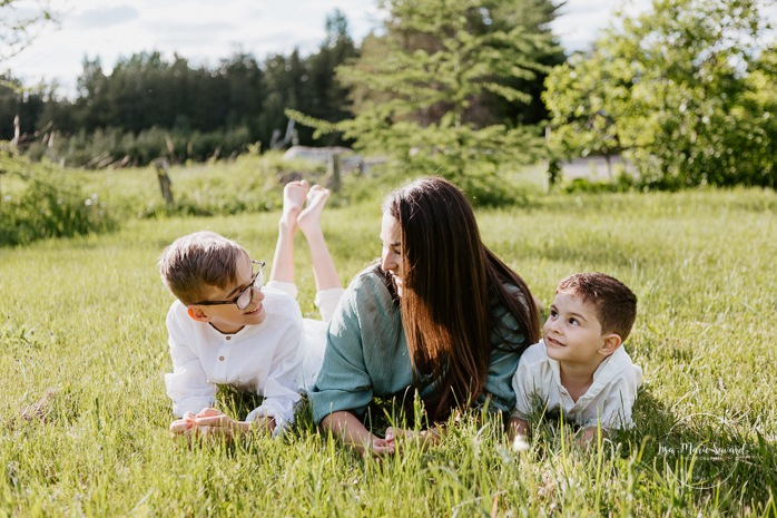 Mom and sons. Single mom with sons. Single mother with children. Outdoor family photos. Fun family photos. Photos de famille au Lac-Saint-Charles. Photos de famille à Québec. Quebec City family photographer.