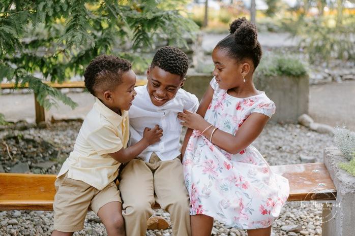 African American family photos. Black family photos. Outdoor family session. Séance photo au Centre de la Nature à Laval. Photographe de famille à Laval. Laval family photographer