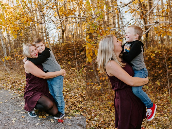 Fall family photos. Autumn family session. Mom with sons. Mom hugging children. Single mom with children. Minis séances d'automne au Saguenay. Photos de famille à Jonquière. Saguenay family photographer.