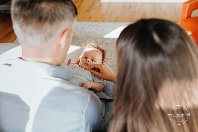 In-home lifestyle newborn session. Newborn photos living room. Séance nouveau-né lifestyle à Outremont. Outremont lifestyle newborn session. Photographe de nouveau-né à Montréal. Montreal newborn photographer.