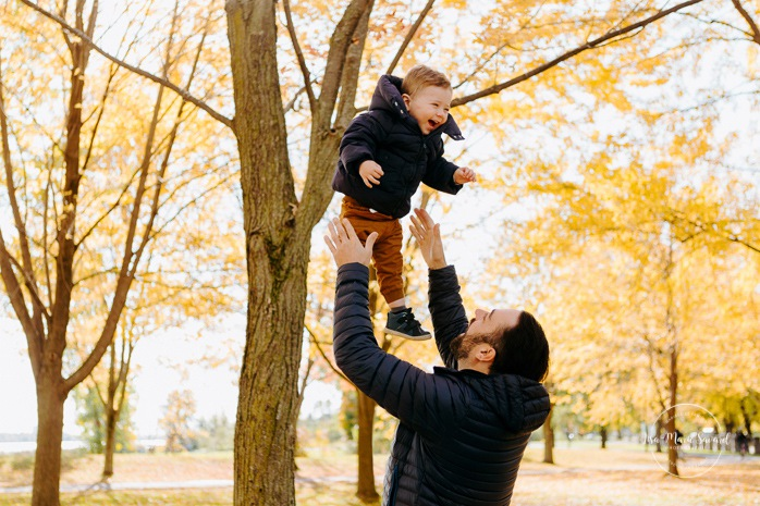 Fall family session. Fall family photos. Autumn family photos. Family session with toddler boy. Family photos next to river. Photos de famille à Verdun. Verdun family photos. Minis séances d'automne à Montréal. Montreal fall mini sessions