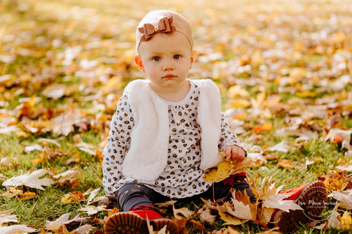 Fall family session. Fall family photos. Autumn family photos. Family of six photos. Family session with four kids. Family photos next to river. Plaid outfit family photos. Minis séances d'automne à Montréal. Montreal fall mini sessions