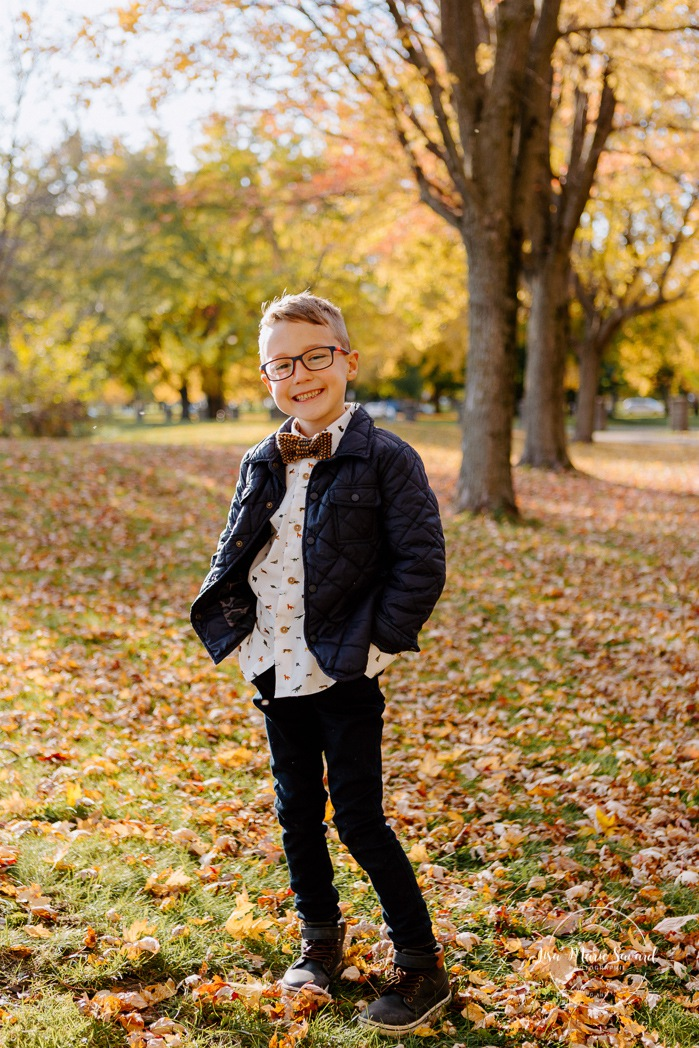 Fall family session. Fall family photos. Autumn family photos. Family photos tween. Photos de famille à Verdun. Verdun family photos. Minis séances d'automne à Montréal. Montreal fall mini sessions