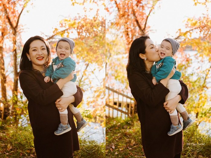 Fall family photos. Fall family session. Mom and baby photo. Korean family photos. Séance photo le long du Canal Lachine. Lachine Canal photoshoot. Photos de famille Canal Lachine. Lachine Canal family photos. Photographe de famille à Montréal. Montreal family photographer.