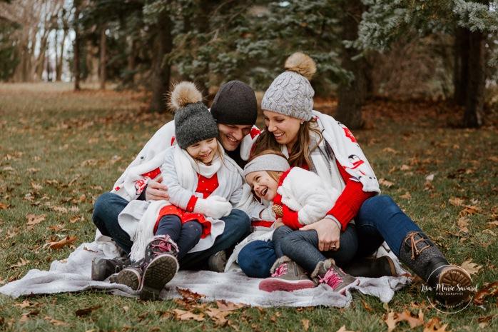Photographe de famille à Montréal. Séance photo de famille à Montréal. Photos de famille à l'extérieur à Montréal. Montreal family photographer. Montreal family session. Montreal outdoor family photos.