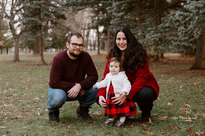 Outdoor Christmas mini sessions. Christmas tree farm session. Outdoor winter mini sessions. Holiday family photos with toddler. Minis séances des Fêtes 2020. Photos de Noël à Montréal. Montreal Christmas photos.