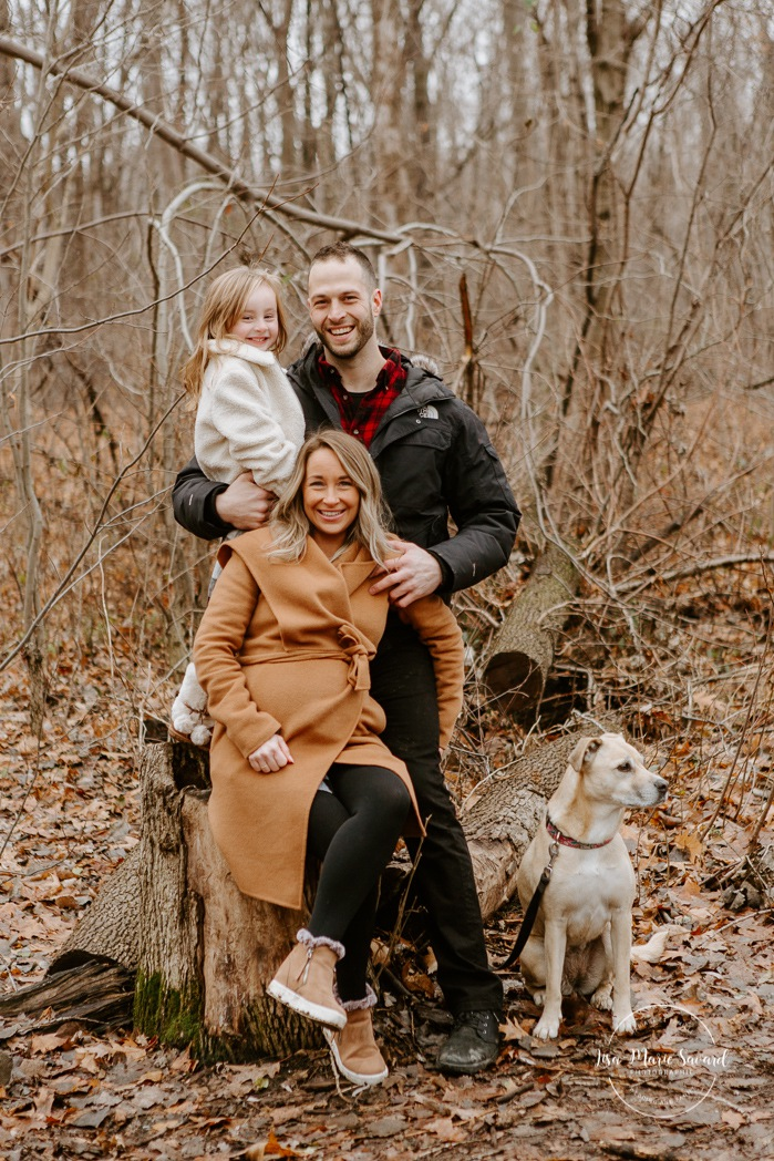 Family photos with dog. Family session with dog. Maternity photos with child. Maternity photos with sibling. Photographe à Ville-Émard. Montreal Southwest maternity photos.