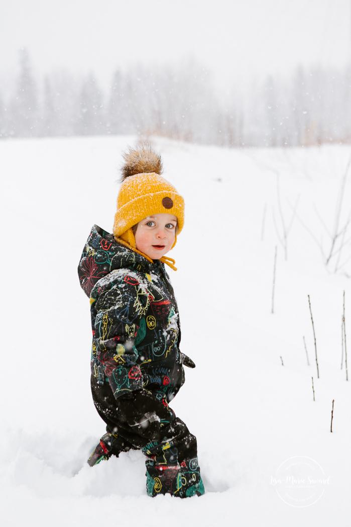 Winter family session. Family photos in the snow. Family session with toddlers. Séance familiale en hiver à Montréal. Photographe de famille à Montréal. Montreal family photographer.