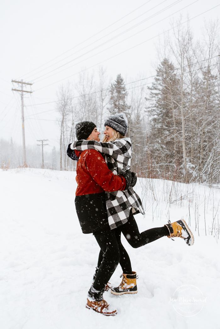 Winter engagement session. Engagement photos in the snow. Family session with toddlers. Photos de famille dans la neige en hiver. Photographe de fiançailles à Montréal. Montreal engagement photographer.