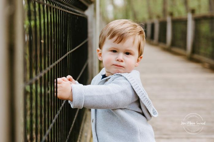 Maternity photos with toddler boy. Pregnancy announcement with toddler. Parc riverain du Domaine Garth. Photographe de famille sur la Rive-Nord. North-Shore family photographer.
